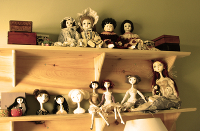 Dolls_on_shelf